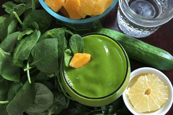 4 detox drinks to flush toxins fast!